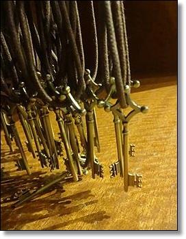 USJ 進撃の巨人 地下室の鍵のペンダント